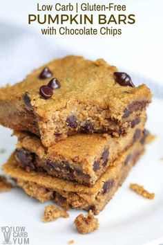 Easy to make low-carb and gluten-freepumpkin bars with chocolate chips that have no sugar added. They're so good even the kids love them. Low Carb Sweets, Low Carb Desserts, Low Carb Recipes, Easy Recipes, Free Recipes, Healthy Recipes, Chocolate Chip Bars, Chocolate Chip Recipes, Gluten Free Pumpkin Bars