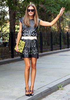 Olivia Palermo à Brooklyn porte une robe en cuir à découpes signée Catherine Malandrino for DesigNation