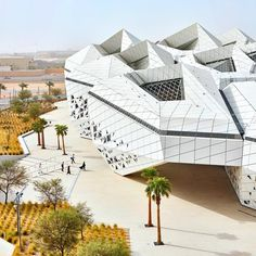 Meet the King Abdullah Petroleum Studies and Research Centre in Saudi Arabia designed by Zaha Hadid Architects. The building houses a not-for-profit institution conducting independent research into the use of energy for providing social wellbeing around the world. #construction #architecture #design #building #desert #saudiarabia #middleeast #zaha #zahahadid #zha #white (image courtesy of Hufton Crow)