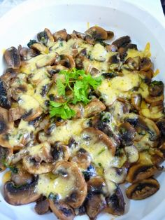 SPLENDID LOW-CARBING BY JENNIFER ELOFF: GARLIC PARSLEY MUSHROOMS - This dish uses 1 cup chopped flat-leaf parsley.  Parsley is a good source of vitamin K. Visit us for more recipes at: https://www.facebook.com/LowCarbingAmongFriends