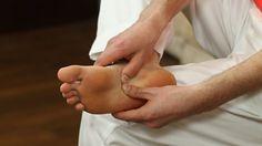 Patní ostruha - Fyziotrenér Holding Hands, Health Fitness, Herbs, Youtube, Healthy, Sports, Medicine, Hand In Hand, Hs Sports