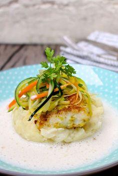 Schelvis met knapperige groenten en vissaus