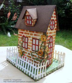 Schon vor längerer Zeit entstanden, ist dieses Brownstone-Häuschen. Hach :-)         Stanzen: Village Brownstone, Village Cottage, Mini Tatt...