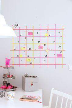 Easypeasy DIY idea for a calendar with masking tape - Coole Idee, aber die chaotischen Zahlen würden mich wahnsinnig machen.