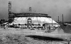 Construção do prédio da Oca, no parque Ibirapuera, em 1954. Reprodução.