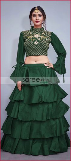 Party Wear Indian Dresses, Designer Party Wear Dresses, Indian Gowns Dresses, Indian Fashion Dresses, Dress Indian Style, Indian Wedding Outfits, Indian Designer Outfits, Girls Fashion Clothes, Sleeves Designs For Dresses