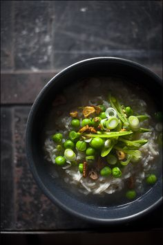 Rice soup with fresh peas is easy to make and presents well. Perfect as a small starter.