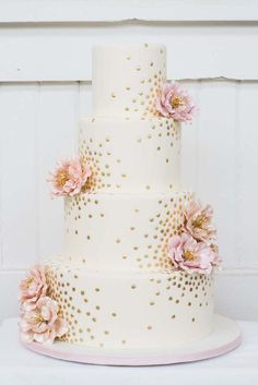 Gold Wedding Cakes This is the perfect cake! Hopefully we can get a carrot cake decorated this way! - 100 Wedding Cakes That WOW - Get wedding cake inspiration for every style and color possible here! Pretty Wedding Cakes, Elegant Wedding Cakes, Elegant Cakes, Pretty Cakes, Wedding Simple, Trendy Wedding, Wedding Flowers, Wedding Colors, Floral Wedding