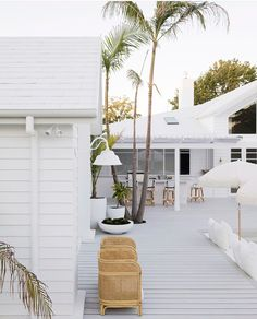 Outdoor living from Three Birds Renovations with a white finish for HardieDeck! Hamptons Decor, The Hamptons, Hamptons Beach Houses, White Beach Houses, Outdoor Spaces, Outdoor Living, Outdoor Decor, Outdoor Tiles, Weatherboard House
