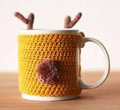 This reindeer mug cozy is going to be a perfect additon to your christmas decorum. It's simple to fit for any cup or mug, and you don't need lots of yarn. Best of all, you can make this fairly quick, so it's a perfect project for a last-minute gift!