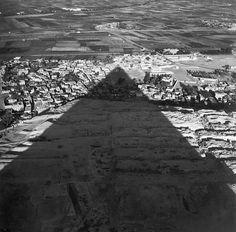 Lee Miller, Egypt, 1937. (viaproustitute:)