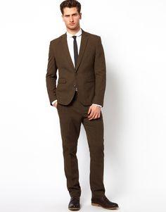 Slim fit dark brown suit. Maybe not quite that slim in the legs, but I ...: https://www.pinterest.com/annierisse/bräutigam