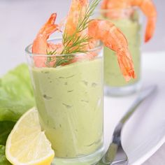 Avocado mousse with shrimps in verrine, a perfect recipe for a successful aperitif with friends Tapas, Snacks Für Party, Appetizers For Party, Apple Cranberry Salad, Healthy Christmas Recipes, Avocado Mousse, Brunch, Shrimp Avocado, Seafood Appetizers