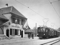 Bahnhof Lohn-Lüterkofen SO Schwarz-weiss-Bild Zug vor Bahnhof