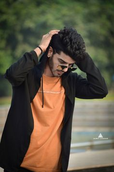 Best Poses For Boys, Photo Poses For Boy, Good Poses, Cute Girl Pic, Cute Girls, Photoshoot Pose Boy, Background Images For Editing, Photography Poses For Men, Actors