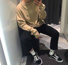 Pin: Art です — Visit shop mode here — femme tendance Boy Fashion, Korean Fashion, Mens Fashion, Fashion Outfits, Urban Fashion Girls, Boy Outfits, Casual Outfits, Cute Outfits, Mode Streetwear