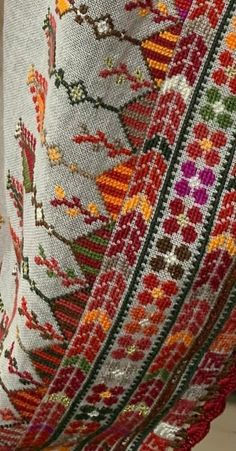 Cross Stitch Floss, Mini Cross Stitch, Cross Stitch Patterns, Folk Embroidery, Embroidery Patterns Free, Cross Stitch Embroidery, Palestinian Embroidery, Art Quotes, Sewing