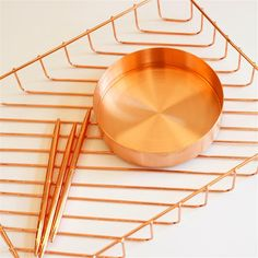 Round copper storage tray available in gold or rose gold color can be used for storage of small objects including fruit, ornaments, desktop storage and so on. Simple circular design provides a luxury outlook. Or Rose, Rose Gold, Copper Tray, Metal Desks, Storage Baskets, Homemaking, Display, Dishes, Elegant