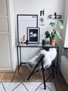 10 Minimal Workspaces to Inspire Minimal workspace interior design Minimalism Interior, Home Office Decor, Interior, Home, Cozy House, House Interior, Apartment Decor, Home Interior Design, Interior Design