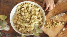 Prvorepublikový bramborový salát — Recepty — Herbář — Česká televize Snack Recipes, Snacks, Vegetables, Food, Snack Mix Recipes, Appetizer Recipes, Appetizers, Essen, Vegetable Recipes