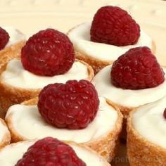 Easy no bake mini cheesecakes recipe! I have a Simple Appetizers page along with a Simple And Sweet Desserts page. Both of those pages are for saving time and the recipes are fast,. Mini Dessert Recipes, Mini Cheesecake Recipes, Make Ahead Desserts, Köstliche Desserts, Desserts To Make, Delicious Desserts, Yummy Food, Cheesecake Bites, Desert Recipes