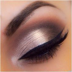 Easy formal eye, five different colors with a highlight on center of eyelid. Use Naked 3 palette.