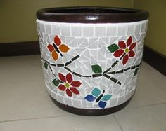 Vaso em mosaico Mosaic Glass, Glass Art, Mosaic Flower Pots, Mosaic Artwork, Stone Crafts, Mosaic Projects, Wine Bottle Crafts, Mosaic Patterns, Pebble Art