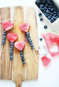 a small gift for a picnic date #geschenkidee #herz #früchte (birthday treats)