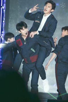 171101 #EXO #Sehun giving hyung Chanyeol a ride xD @Pyeongchang Olympic G-100 Concert <3