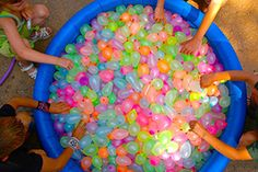 Funny pictures about Epic water balloon fight. Oh, and cool pics about Epic water balloon fight. Also, Epic water balloon fight. Water Ballon Fight, Water Balloons, Water Fight, Water Balloon Games, Luau Birthday, Summer Birthday, 13th Birthday, Birthday Parties, Summer Parties