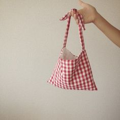石川ゆみ Diy Fashion, Fashion Bags, Fashion Accessories, Handmade Bags, Handmade Crafts, Sewing Crafts, Sewing Projects, Origami Bag, Diy Tote Bag