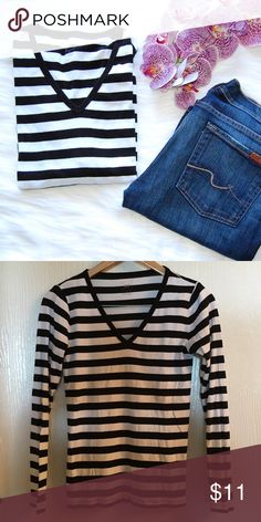 GAP 'The Modern' Striped Tee Black and white long sleeve tee. Super comfy. Gap's The Modern Tee. V neck. Only worn once. Pima cotton/modal blend. GAP Tops Tees - Long Sleeve