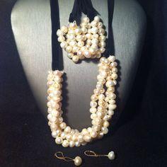 Collar y pulsera Flor… es de perlas.  Precio: $1500