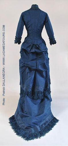 robe faille de soie brochée , franges de soie, années 1880, expo musée d'Orsay l'expressionnisme et la mode