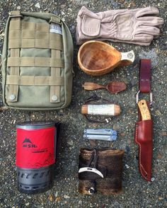 Packing a few essentials for an early morning hike tomorrow, weather report says it's gonna be 1c so just above freezing  #bushcraft #outdoors #photooftheday #survival #woodland #forest #wilderness #nature #edc #camping #camp #hike #hiking #backpacking #life #yolo #instagram #wild #wildcraft #wildcamp #instanature #wood #woods #woodwork #spoon #carve #carving #sloyd #crafts #handmade