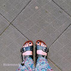 #Birkenstockliebe   Ich liebe wie die Schnallen schimmern in der Sonne  Endlich kann man wieder damit rumlaufen! Und dank der #cgxmlp LE habe ich sogar noch den genau passenden Nagellack dazu  Aber davon gibs keine Nahaufnahme   #birkenstock #chinaglaze #chinaglazexmylittlepony #nailart #nails #nailstagram #plussize #curvy #plussizefashion #sandals #summer #sommer #urban #urbanfashion #awesome #instagood #ffmblogger #igersfrankfurt #buzzfeedfood #blogger_de #igersgermany #songbirdserenade…