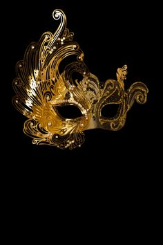 Golden Cygnus venetian mask for sale Mardi Gras Carnival, Carnival Masks, Venetian Masquerade Masks, Masquerade Party, Picture Wreath, Gold Party Decorations, Yakuza Tattoo, Gold Aesthetic, Masks Art