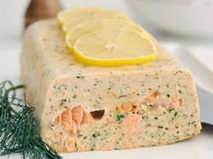 Fish flan: discover the cooking recipes of Femme Actuelle Le MAG - Seafood Recipes Crockpot Recipes, Cooking Recipes, Healthy Dinner Recipes, Smoked Salmon Terrine, Best Party Appetizers, Food Tags, Fish And Seafood, Seafood Recipes, Love Food
