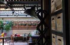 Το Penny Lane, αν και βρίσκεται στον πρώτο μήνα λειτουργίας του, φαίνεται καλά ρονταρισμένο, με άμεσο και ευγενικό σέρβις, που ανταποκρίνεται άψογα στις ανάγκες των πελατών. Penny Lane, Athens, Athens Greece