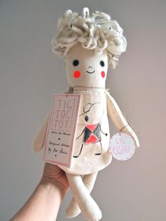 Hand Painted Linen Dolls by Jess Quinn cute illustrated plushie toy idea Plush Dolls, Doll Toys, Baby Dolls, Softies, Sewing Toys, Soft Dolls, Soft Sculpture, Fabric Dolls, Handmade Toys
