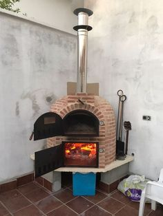 See how a pizza oven is made and choose .- See how a pizza oven is made and choose the one for you …, # for # pizza ovens - Diy Outdoor Kitchen, Backyard Kitchen, Wood Stove Chimney, Oven Diy, Brick Bbq, Four A Pizza, Pizza Pizza, Pizza Ovens, Patio Fire Pits