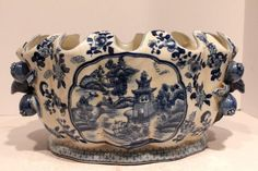 Beautiful Chinese Vintage Style Blue and White Porcelain Foot Bath Scallop Rim Basin Blue Willow Design