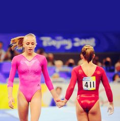 American teammates Nastia Liukin and Shawn Johnson show a united front during the all around final at the 2008 Olympic Games in Beijing. Liukin would go on to win the All Around title with Johnson earning the silver. Olympic Games Sports, Olympic Gymnastics, Gymnastics Girls, Elite Gymnastics, Gymnastics Pictures, Gymnastics Leotards, Jordyn Wieber, Nastia Liukin, Shawn Johnson