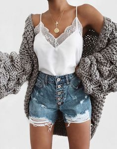 Flawless Summer Outfits Ideas For Slim Women That Looks Cool - Oscilling Cute Summer Outfits, Spring Outfits, Trendy Outfits, Cute Summer Tops, Beach Outfits, Outfit Summer, Classy Outfits, Cute Tops, Chic Outfits