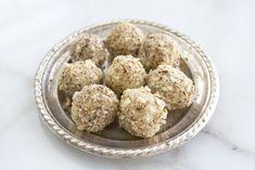 טראפלס שוקולד לבן, הל ושקדים - White Chocolate, Almond, Cardamom Truffles (Hebrew)