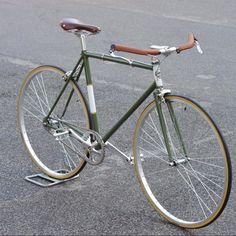 Getting The Right Bike Seat Bici Retro, Velo Retro, Retro Bicycle, Vintage Bike Decor, Velo Vintage, Vintage Bicycles, Fixi Bike, Bike Seat, Bici Fixed
