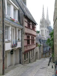Quimper ~ Brittany. The prospective in this shot is beautiful, it feels so similar to los angeles in a way, beauty in the distance and the street art on the walls nearest you . City- suburb ratio