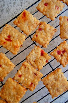 Pimento Cheese Squares Sub flour for lowcarb flour. Finger Food Appetizers, Yummy Appetizers, Finger Foods, Appetizer Recipes, Snack Recipes, Cooking Recipes, Party Appetizers, Homemade Pimento Cheese, Pimento Cheese Recipes
