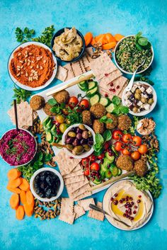 Spice up your next party with a healthy vegetarian Mezze Platter with hummus, lavash, feta and veggies. Makes a great easy appetizer. Mezze Platter Ideas, Meze Platter, Hummus Platter, Vegetarian Platter, Going Vegetarian, Vegetarian Recipes, Healthy Recipes, Vegetarian Sandwiches, Vegetarian Breakfast