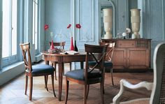 dining room, Traditional Dining Room Design Ideas With Blue Wall Design For Dining Room Interior Design With Round Dining Sets Design With Wooden Flooring And Dining Room Interior Design Ideas With Dining Room Furniture: Amazing Traditional Dining Room for Surprising Interior Design
